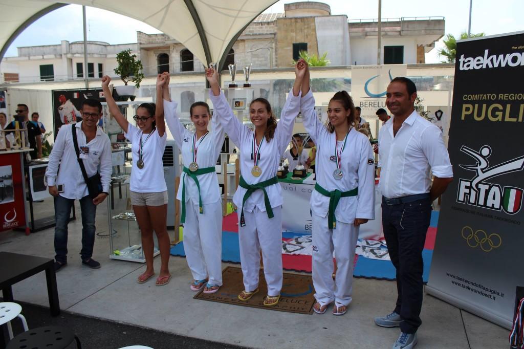 La guerriera Francesca alla premiazione per il suo meritatissimo bronzo in compagnia delle sue avversarie.