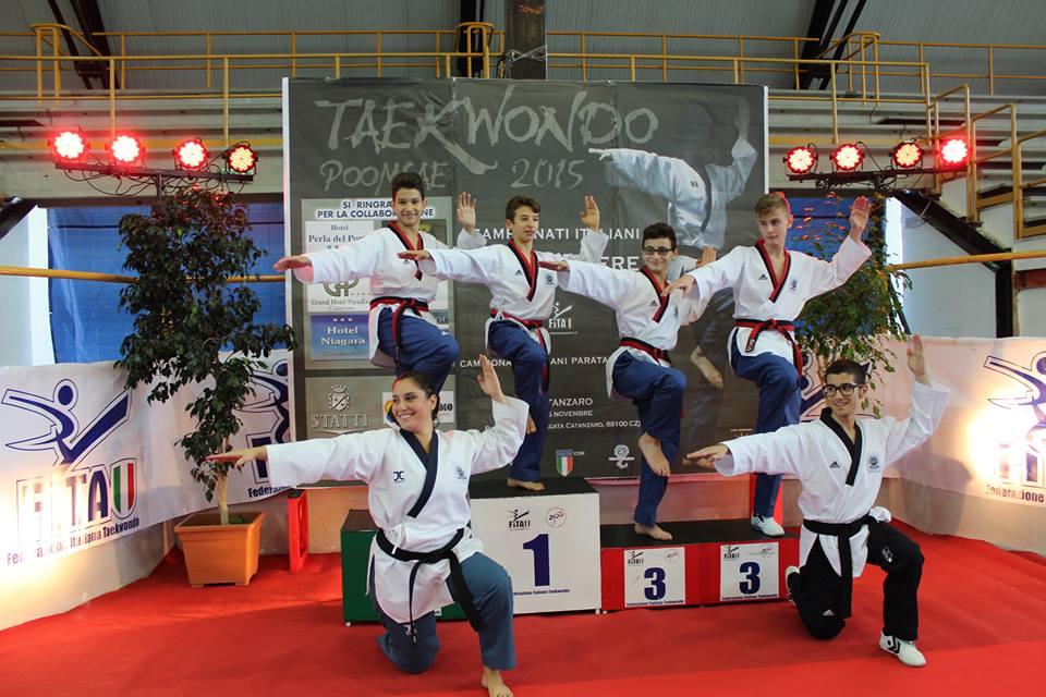 Foto di gruppo post free style ... il taekwondo che si evolve...