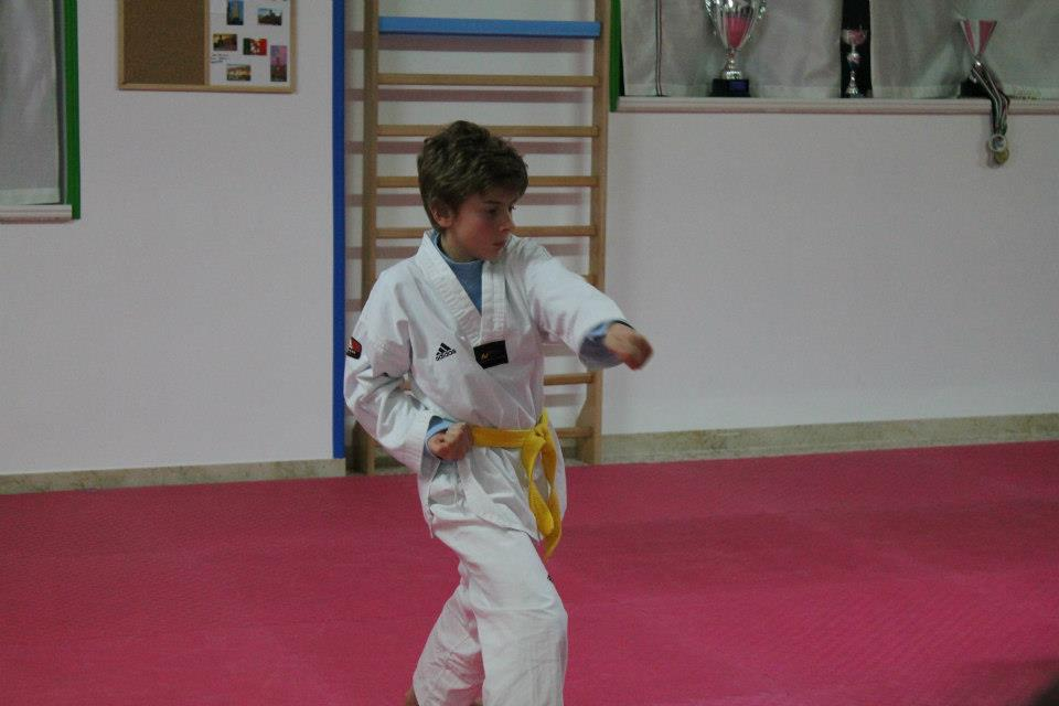 Riccardo qualche anno fa ...giocando al taekwondo...