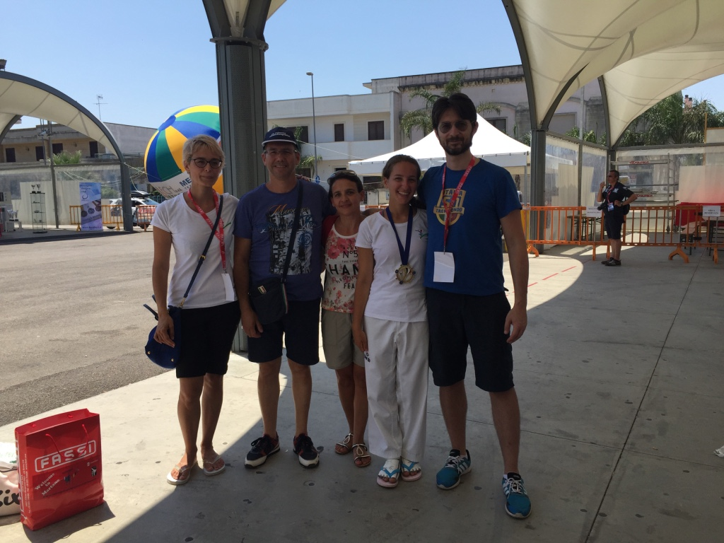 Francesca Cavaniglia la nostra ragazza d'oro insieme ai maestri e ai genitori :-)