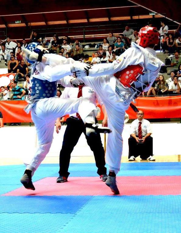 Giocando al taekwondo...Riccardo Marzolla in azione...