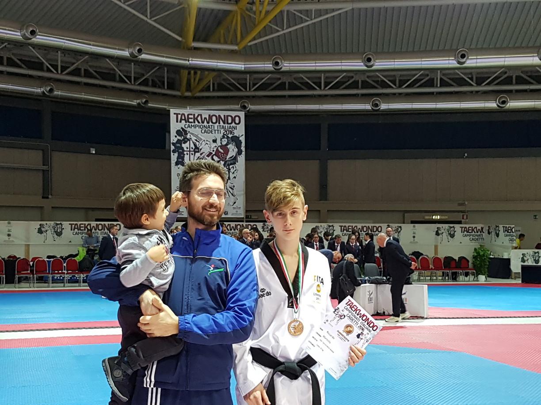 Riccardo dopo il podio con il Maestro Vito e giustamente un piccoletto che tira le orecchie..anche il maestro a volte ne ha bisogno :-)
