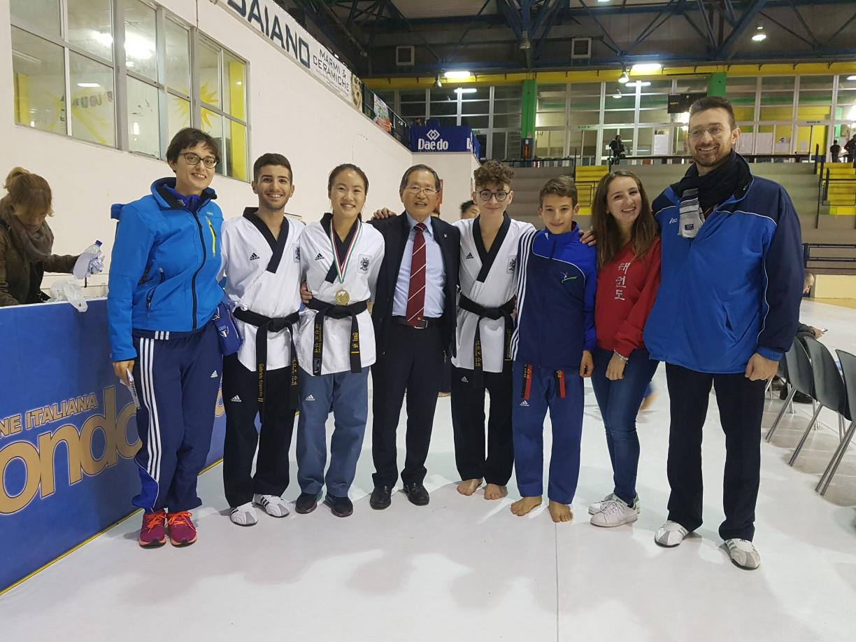 Taekwondo Mansé in compagnia del Maestro Park sempre disponibile alle foto e dispensatore di grandi emozioni e sorrisi per tutti :-)