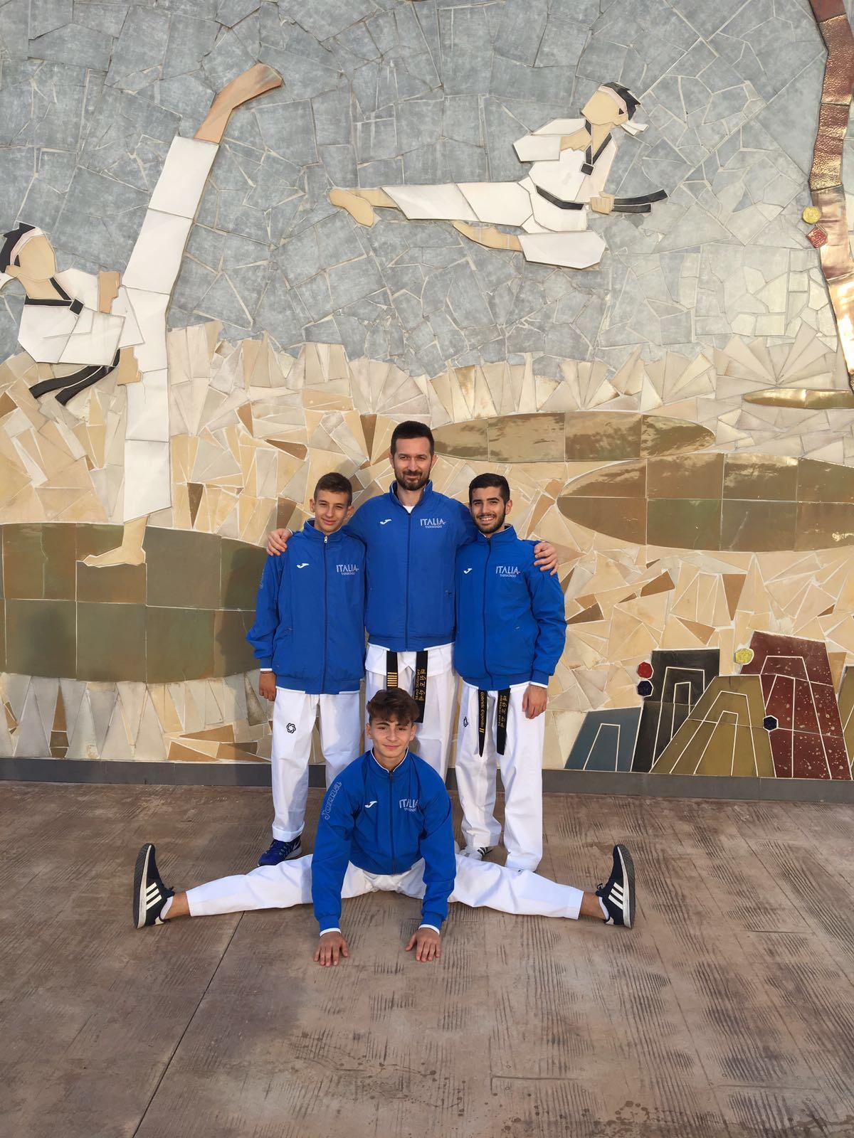 I 4 di taekwondo Mansé martina franca a Muju sull'osservatorio di Taekwondowon la città del Taekwondo mondiale!