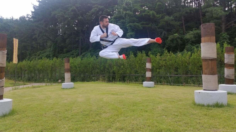 Uè... in Corea c'è tanta voglia di volare...Calci laterali in volo verso un anno sportivo esaltante per Taekwondo Mansé a Martina Franca!